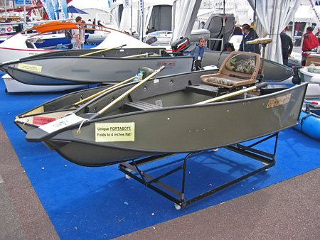 Genesis 1122 Catamaran Racing Boat/ Fiberglass Hull with finishing painting